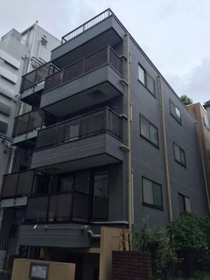 鉄骨鉄筋コンクリート造3階建てです