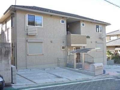 小田急線「五月台」駅より徒歩4分の好立地!通勤通学・お買物にも便利な立地です♪軽量鉄骨造2階建てアパートです☆