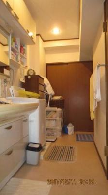 アンピール大名(5SLDK)の洗面所です。