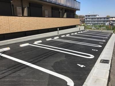 いつでも目の届く敷地内に駐車場があります♪お車をお持ちの方にもおすすめです!
