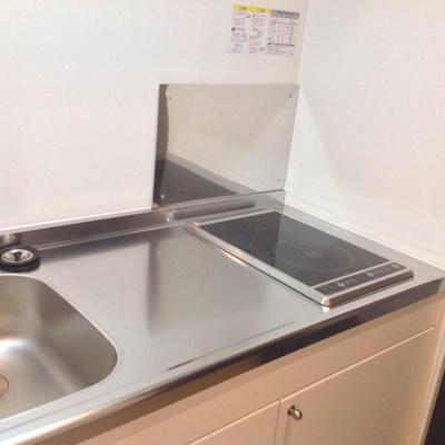フラットタイプのコンロ完備で、お料理やお掃除もラクラクです。