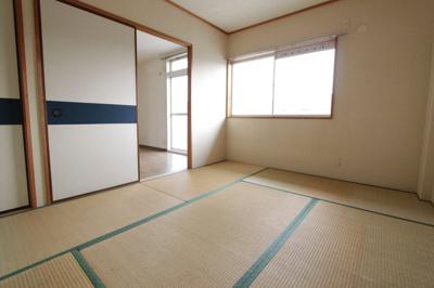 【居間・リビング】エミネンスコート尼寺B棟
