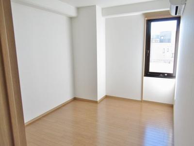 リビングから見た洋室2です