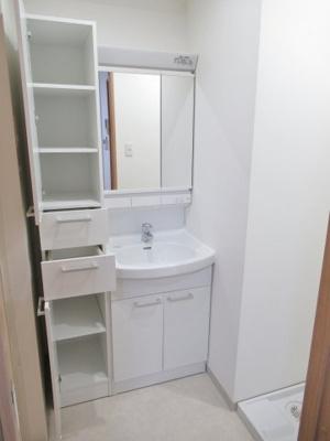 収納豊富な洗面化粧台です