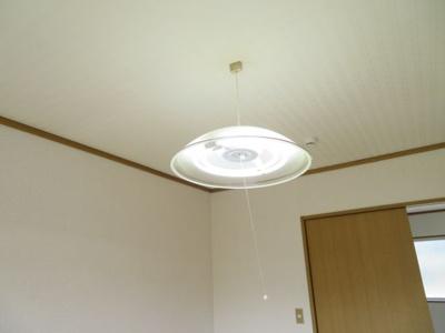 洋室の照明器具(同タイプ別室の写真です)