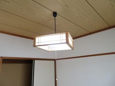 和室の照明器具(同タイプ別室の写真です)