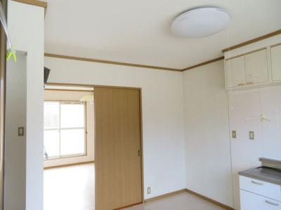 DKの照明器具(同タイプ別室の写真です)