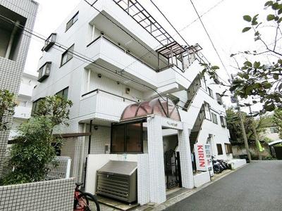 京浜東北線「磯子」駅から徒歩11分!スーパーやコンビニが近くて便利な住環境♪鉄筋コンクリート造の4階建てマンションです♪