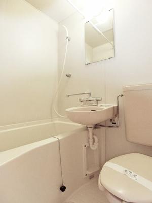 ユニットバスでお掃除らくらく☆浴室内に洗面台・トイレ付きです♪お風呂に浸かって疲れもリフレッシュ!