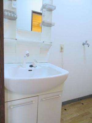 洗髪洗面化粧台 同タイプの別の部屋の写真です。