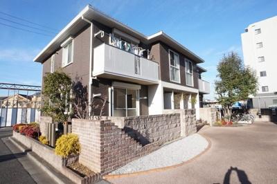 4世帯で1棟となる積水ハウス施工の軽量鉄骨造2階建てアパートです。
