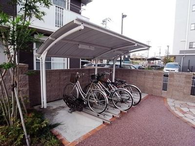 自転車置場と50CCまでのスクーター専用の置場です。