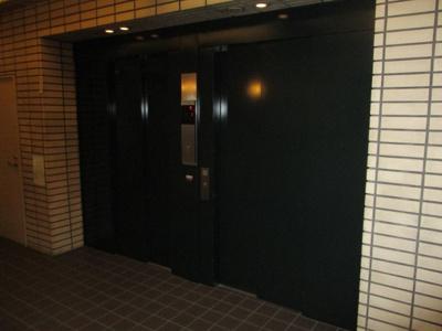 エレベーター2基ついてます