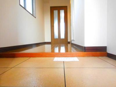 【玄関】ルピナス1番館