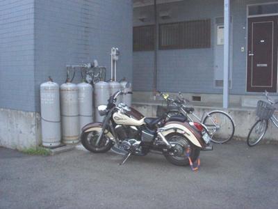 敷地内空きスペースにバイク・自転車停められます☆お買物や通勤・通学なども自転車・バイク利用でスムーズに☆
