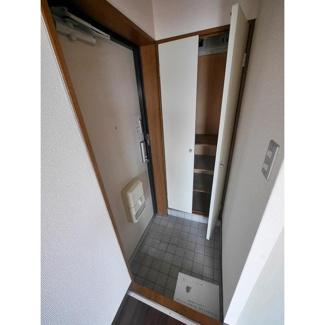 ランドフォレスト稲毛の玄関