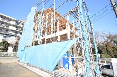 3月に上棟しました☆建築中を見ててお分かり頂けると思います☆陽当たりサンサンです☆