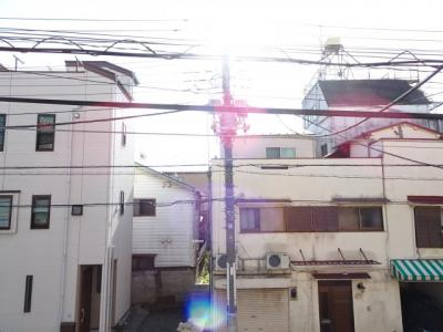 杉浦アパート 和室7帖の窓からの眺望 南向きで日当たり良好です!