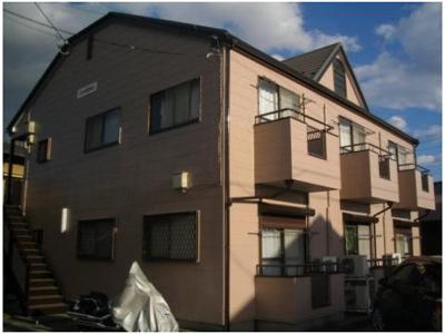とても陽当たりの良い閑静な住宅街に建っているアパートです