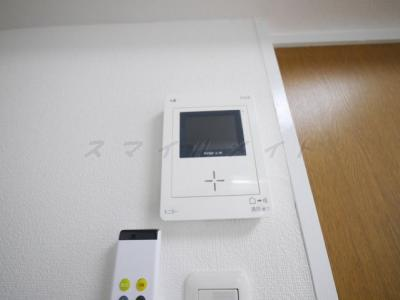 来訪者の分かるTVモニターフォン付きです。