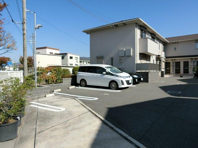 アットグレーヌ(八尾市都塚) 駐車場