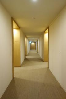 ホテルライクな内廊下設計。空調設備もあり夏は涼しく冬は暖かいです。