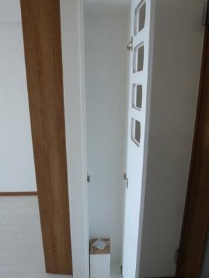 クローゼット横、収納、本棚に最適。