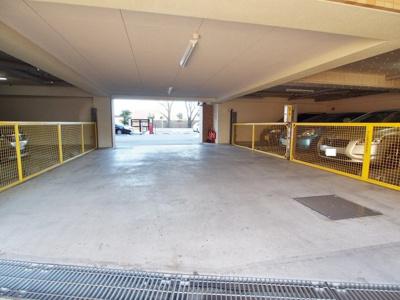 敷地内駐車場100%無料完備(車種による)。