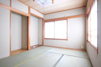 2階の6帖の和室です