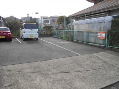 【外観】芝駐車場