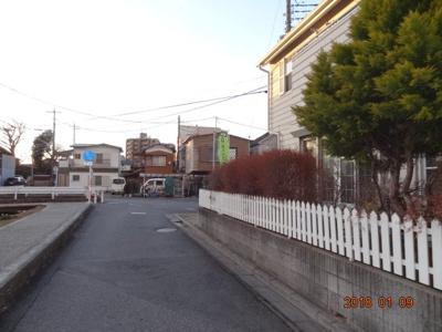 【前面道路含む現地写真】さいたま市南区太田窪 太陽光発電付中古輸入住宅