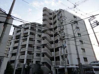 田辺駅から徒歩5分にある10階建てマンション!スーパーも近くお買い物にも便利♪