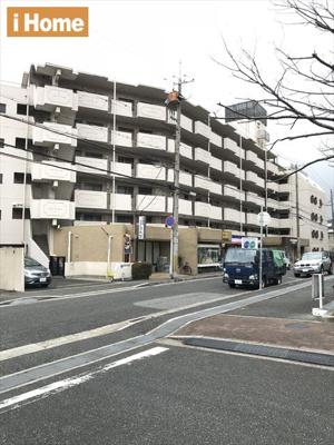 阪神深江駅より徒歩9分! 1階にはコープ・ミニが入っているので、ちょっとしたお買い物にも便利です。