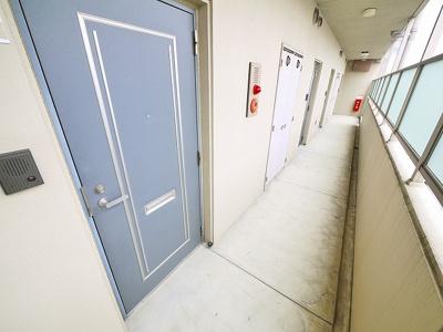 玄関前の廊下です