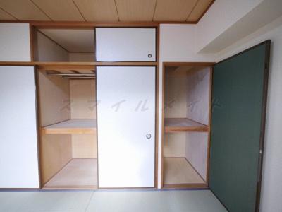 天袋もある和室のたっぷり収納です。