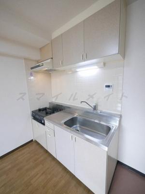 ガスコンロ持ち込みタイプのキッチンです。