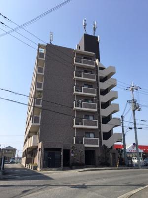 メゾンドールU 7階建てのマンションです
