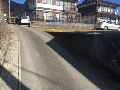 【前面道路含む現地写真】黒井売り土地60坪