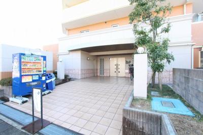 毎日通るエントランスはこのようになっています 吉川新築ナビで検索