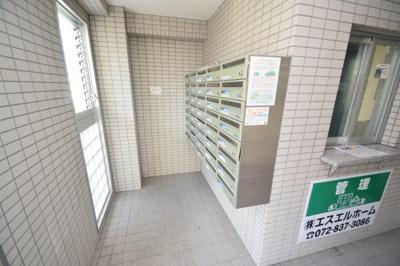 【エントランス】T'Sコート(ティーズコート) スモッティー阪急高槻店