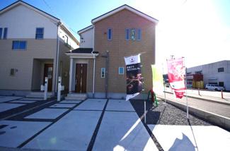 1号棟 現地(2018年02月)撮影 駐車スペースもゆったり2台分。開口が8mあるので駐車が苦手な奥様でも安心♪