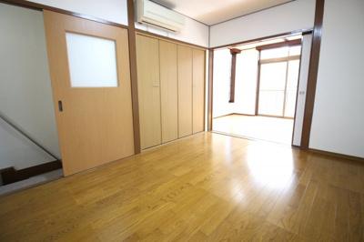 【洋室6帖】には収納が完備されておりますのでお部屋を広くお使い頂けます。