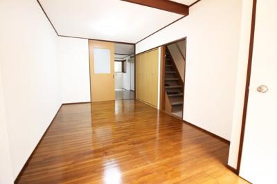 玄関を入った所に【フリースペース】が7帖あります。仕切りをしてお部屋としてもお使い頂けますね。