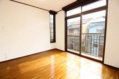 2階【洋室5.25帖】南側にベランダがある明るい洋室です。令和3年8月《CF上張り》