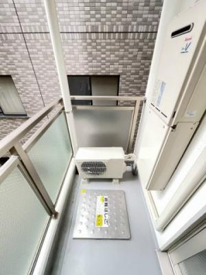 6.6帖のお部屋から繋がるバルコニーです!お洗濯物を干したり、気分転換をするにも最適です☆