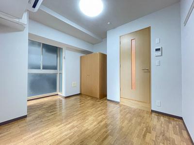 クローゼットのある洋室6.6帖のお部屋です!お洋服の多い方もお部屋が片付いて快適に過ごせますね♪※参考写真※