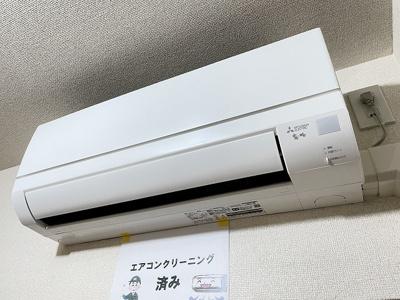 暑い夏や寒い冬に大活躍のエアコン付きです☆冷暖房完備で1年中快適に過ごせます♪