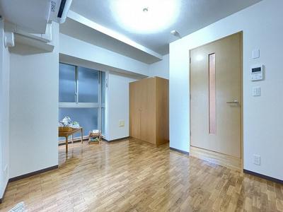 クローゼットのある洋室6.6帖のお部屋です♪お洋服をきれいに収納できてお部屋がすっきり片付きます☆