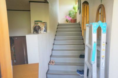 名護市大西店舗兼住宅 階段
