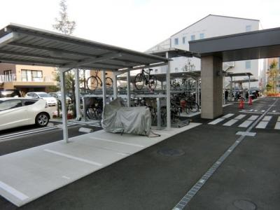 屋根付きの駐輪場があるので雨が降っても大切な自転車が濡れません☆駅から自転車もオススメ♪自転車があれば通勤・通学、お買い物にも便利です♪